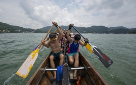 Training with a Hong Kong dragon boat team gives you a full-body workout